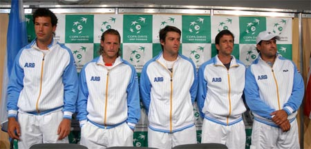 http://cornedbeefhash.files.wordpress.com/2008/02/argentina-uniform-davis-cup.jpg