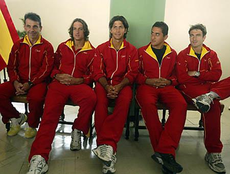 espana-uniforms-daviscup-spr08.jpg