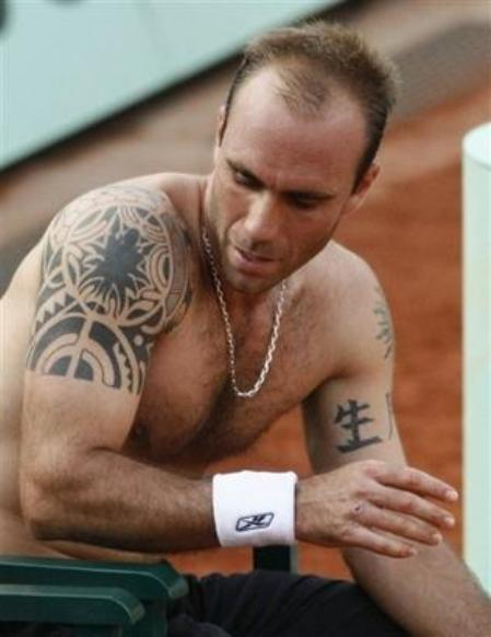 http://cornedbeefhash.files.wordpress.com/2008/05/luis-horna-frenchopen08.jpg