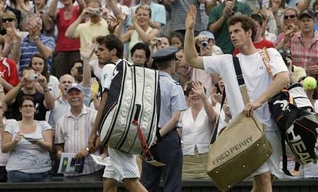 andy murray wimbledon 2010. Andy wears the Fred Perry