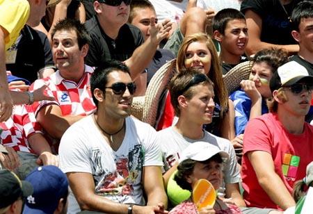 spectators-aussie09a